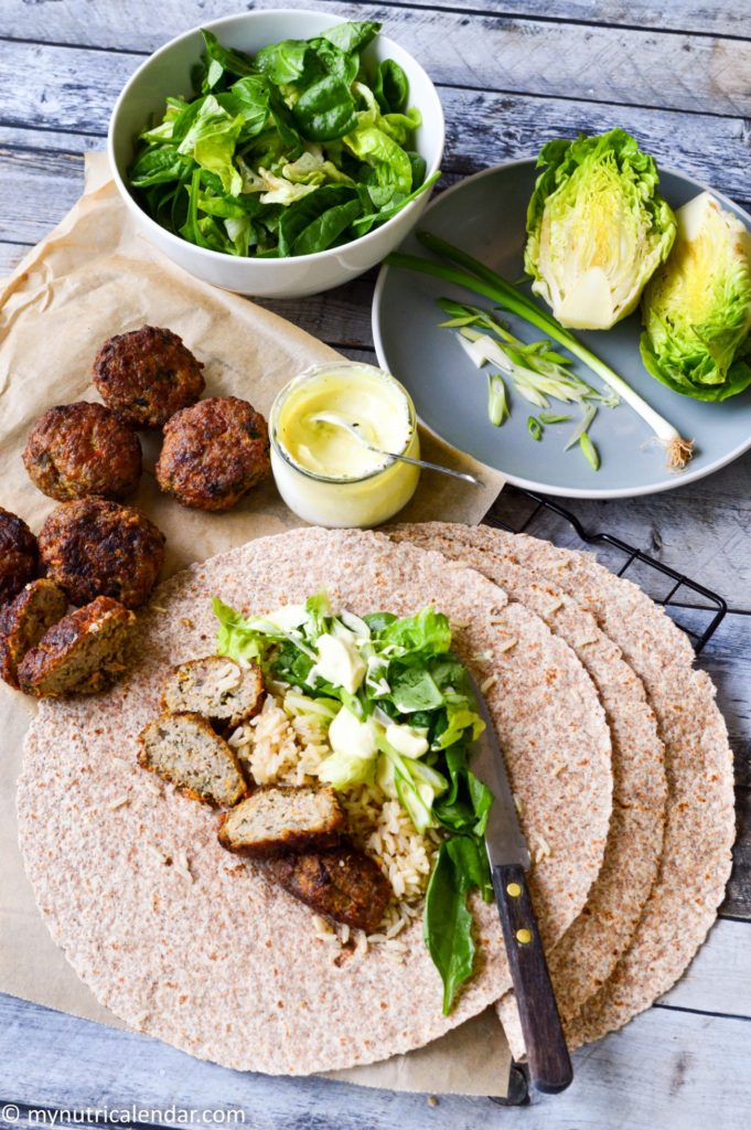 Wholemeal wraps with turkey patties/ Αραβικές πίτες με μπιφτεκάκια γαλοπούλας